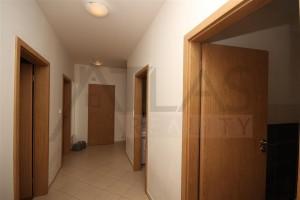 Pronájem částečně zařízeného bytu 3+kk s parkováním Praha 5 - Stodůlky, Svitákova 2775 jen 100 m od stanice metra Stodůlky