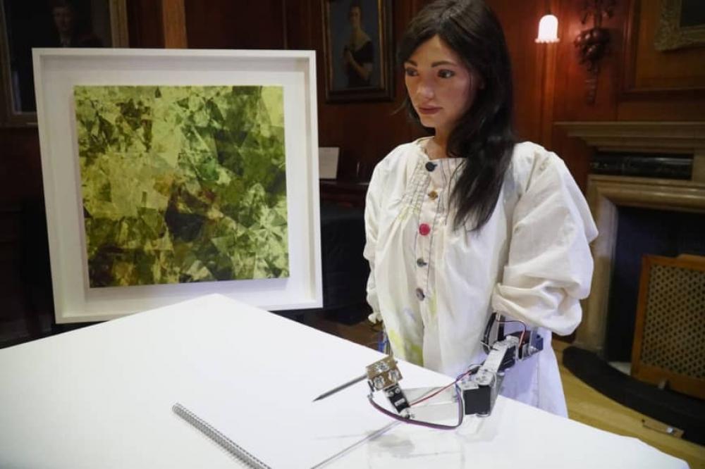 Ai-Da, humanoidní robotický umělec, se připravuje na první samostatnou výstavu