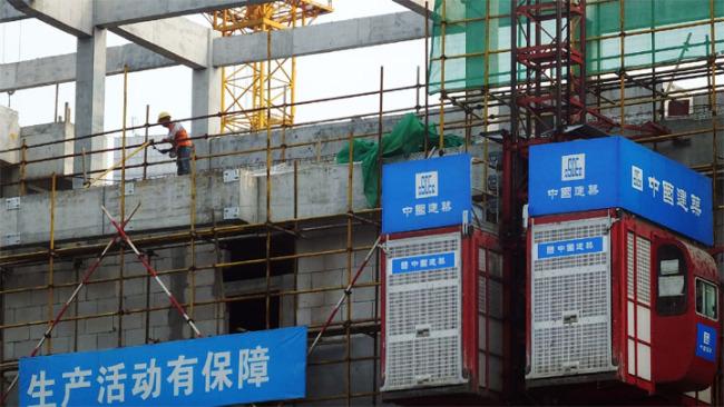 Staveniště čínské státní stavební strojírenské společnosti, státní korporace, ve městě Yichang (I-čchang) v provincii Hubei (Chu-pej)