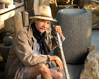 scientolog umělec kamenosochař Yoshikawa Wright z Los Angeles