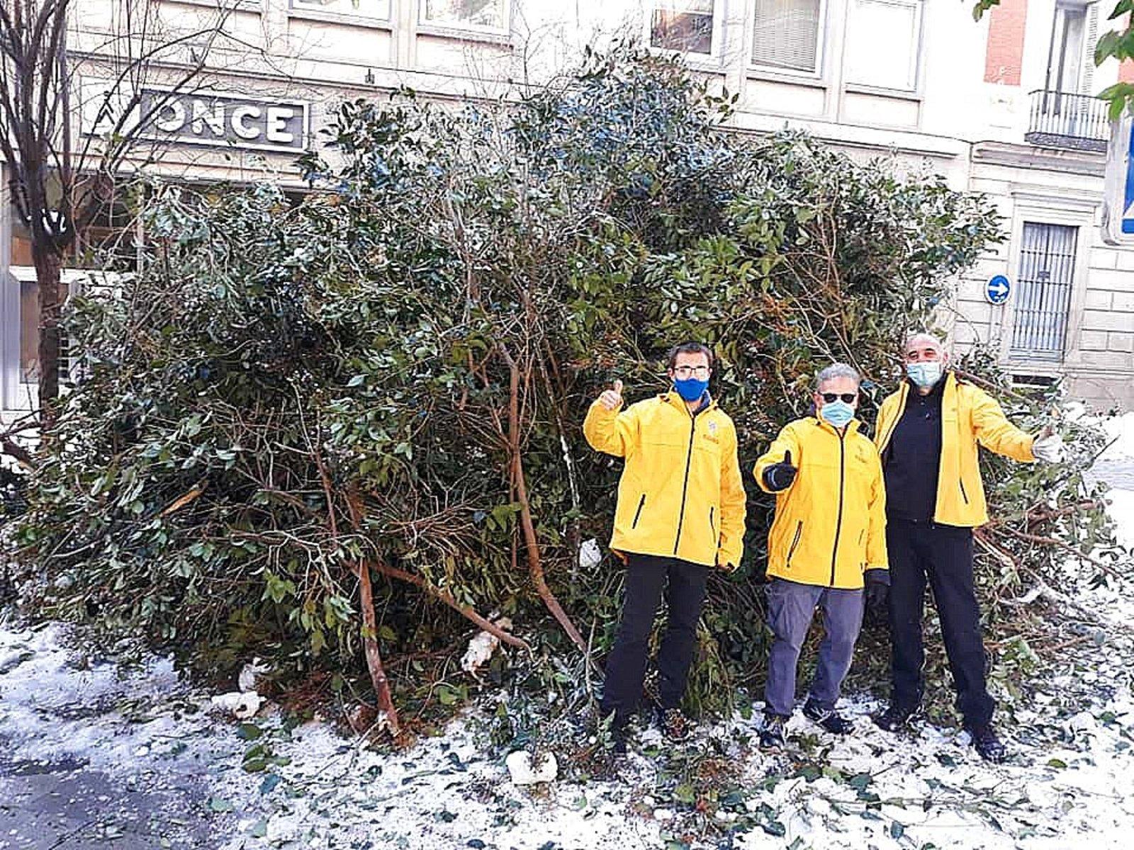 Dobrovolní duchovní ze Španělské národní scientologické církve se mobilizovali, aby odklidili sníh, led, padlé stromy a trosky.